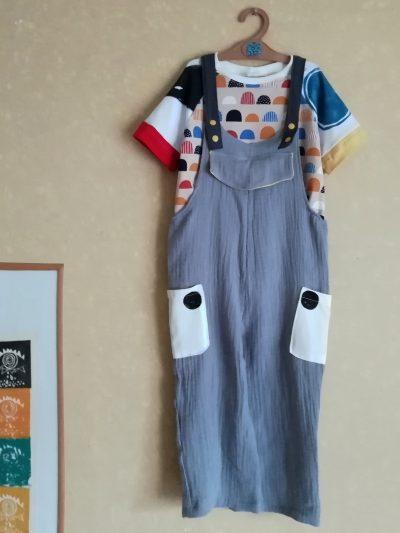 peto-nio-infantil-gris-con-bolsillos-laterales-3