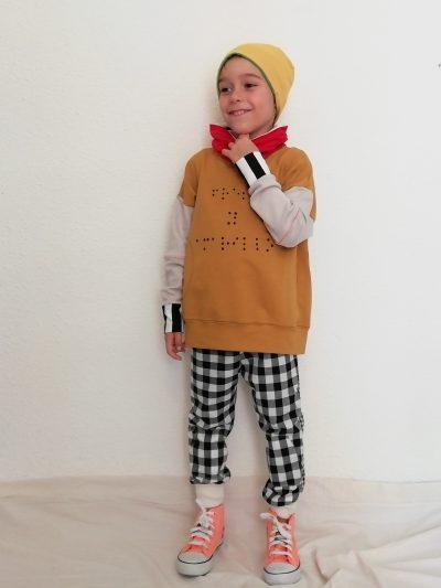 sudadera-nio-infantil-braille-amarillo-y-rojo-cuello-alto