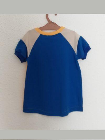 camiseta-nio-infantil-amarilla-y-azul-trasera