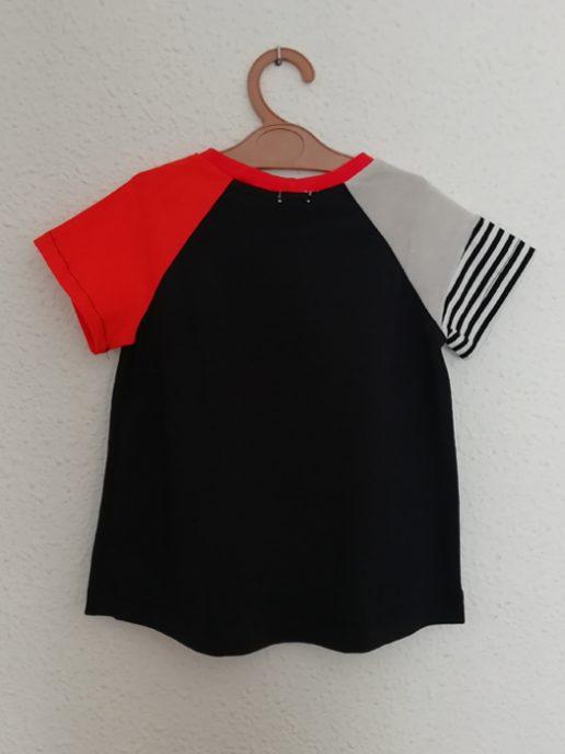 camiseta-nio-infantil-negra-y-azul-trasera