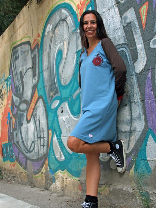 vestido-adulta-azul-estampacin-manzana-2.