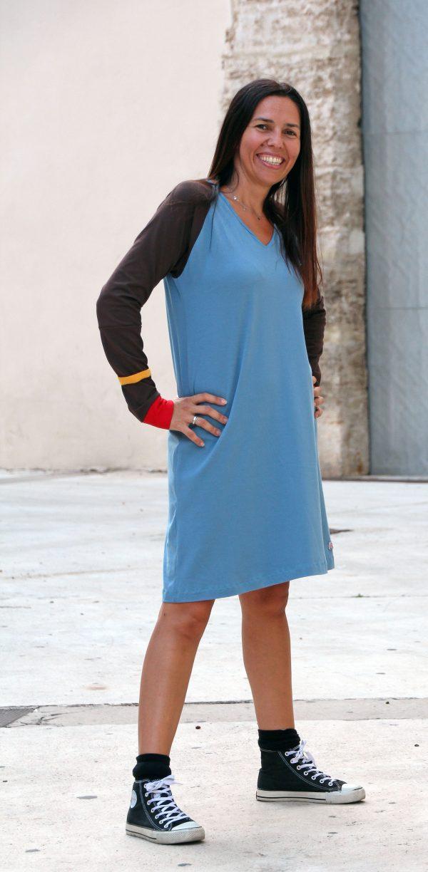 vestido-adulta-azul-estampacin-manzana-3