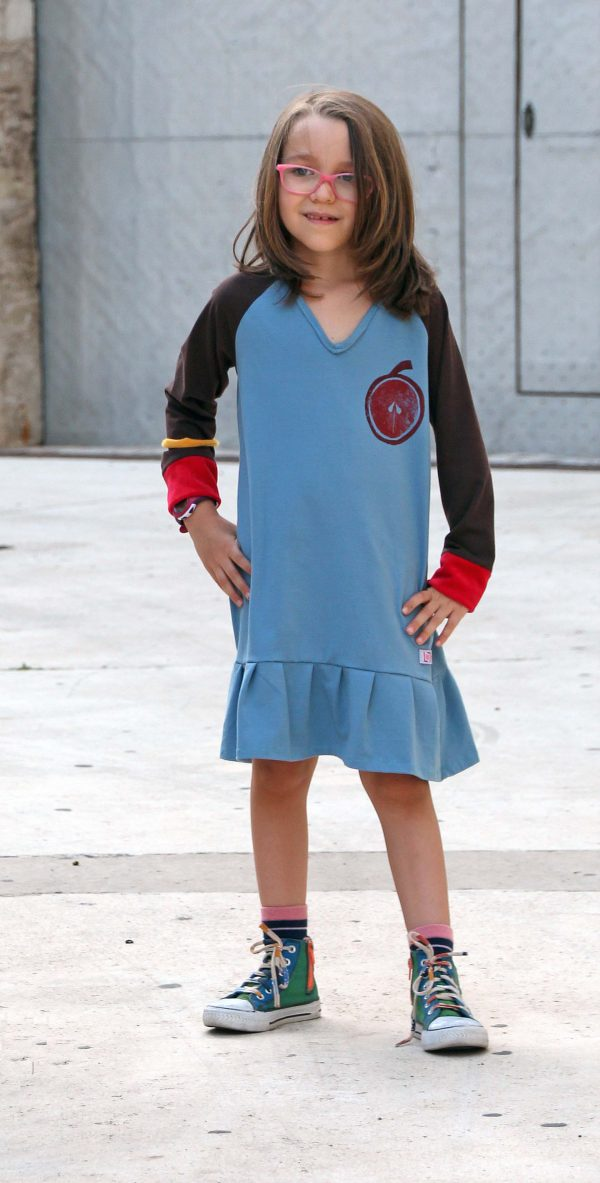 vestido-nia-infantil-azul-estampacin-manzana-volante-3